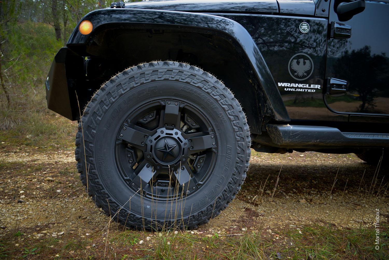 jeep noire dj 610 ba 7 photographe aix en provence bleu ocean martial thiebaut. Black Bedroom Furniture Sets. Home Design Ideas