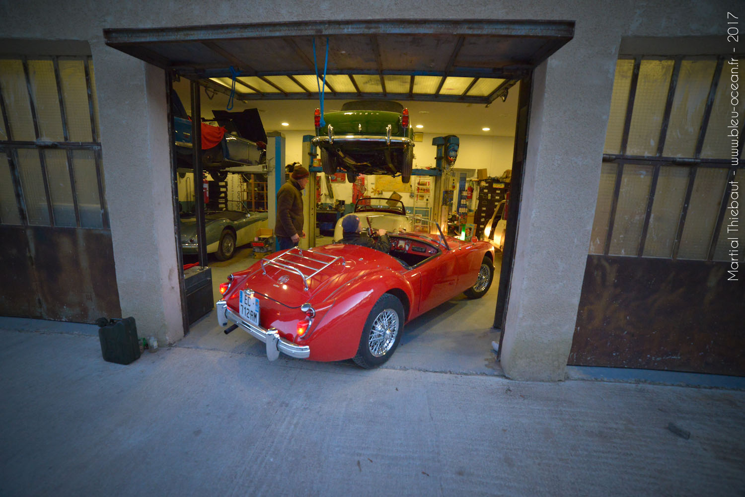 Authentic garage mg 19 photographe aix en provence for Garage st prouant