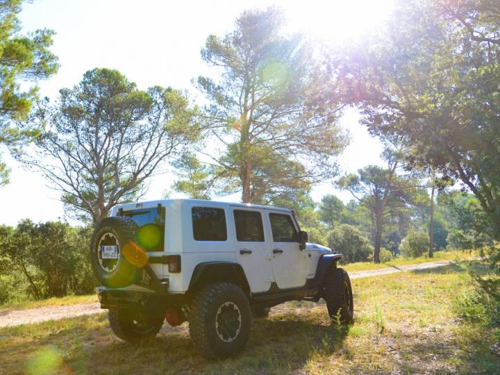 Jeep Wrangler JK moteur HEMI Bumper Off Road