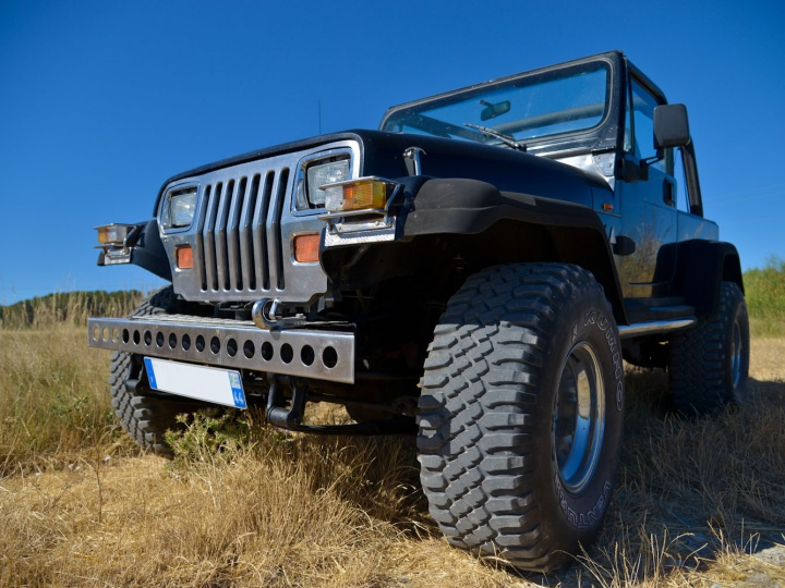 Jeep YJ 4.0 litres … en attente d'amour :-)