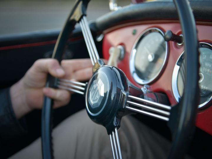 Une MG sur les routes de Provence